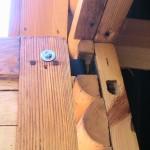 Крепление дверной коробки шпилькой