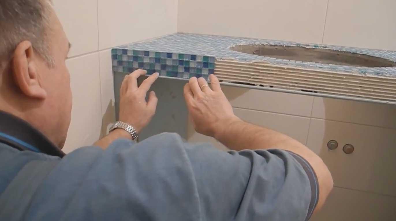 Как сделать столешницу в ванную из мозаики своими руками
