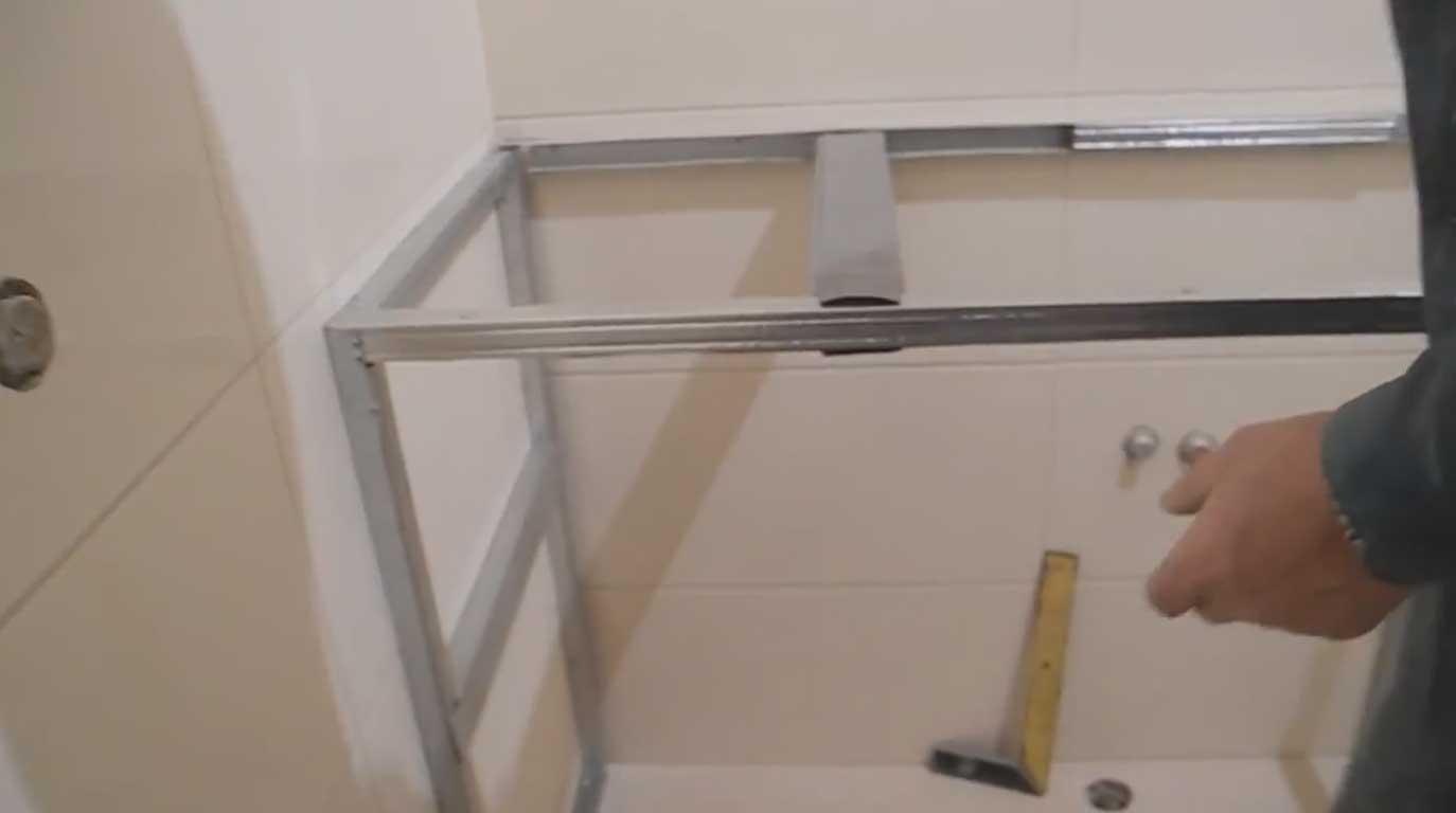 ТОП-7 идей как сделать тумбу для ванной своими руками 3