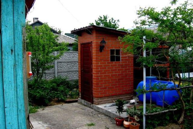 Кирпичный туалет - Фото 15